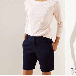 Ann Taylor size 2 navy blue Bermudas shorts